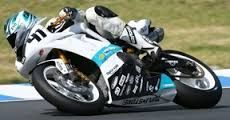 Halbzeitbilanz: Pirelli Motorradreifen dominieren in der Superbike IDM